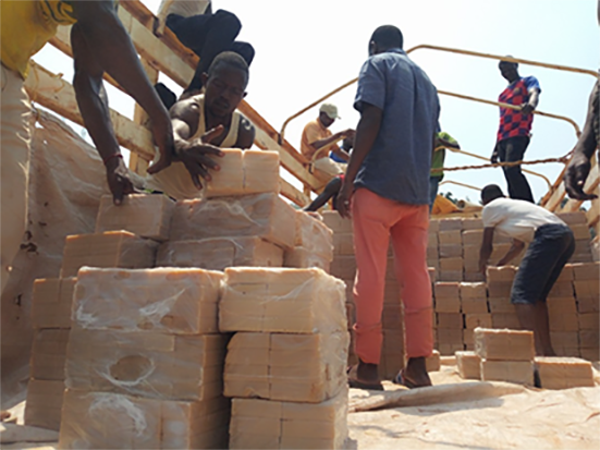 The reception of soap at the port of Zongo (southern Ubangi province) from Bangui (RCA) and transport of the soap to Yakoma as well as the transport of NFIs for assistance to refugees in the NDU site.