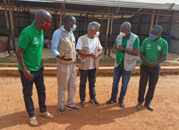 The Nyabitare transit center in Burundi receives a visit from the US Ambassador and the UNHCR Representative